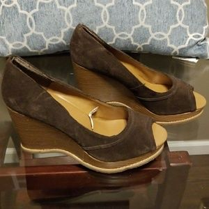 🆕️ Mossimo Brown Suede Wedges